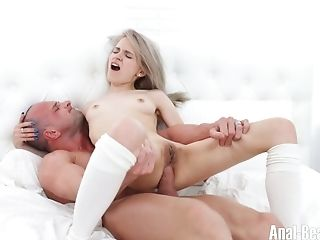 Cute blondie with juicy booty Herda Wisky gets her anus stretched
