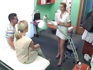 Amateur, In Klinik, Doctor, Ffm, Gruppensex, Hospital, Oralsex, Realität, Dreier, Weiß,