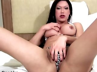 Resplendent shemale in high heels screaming as she sucks her dick with a toy