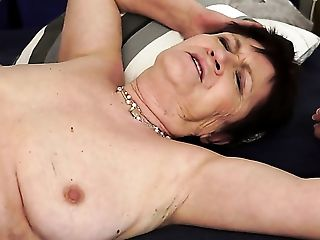 Brunette with juicy boobs is good on her way to make hot dude ejaculate on oral action