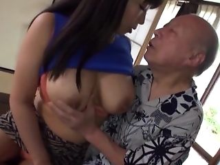 Asian babe is good in cock sucking and knows what to do to make him cum