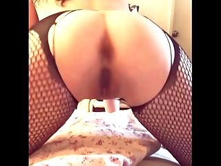 A Sexy Budding Porn star makes her first pussy pop twerking mini vid!