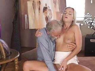 Young Shanie Ryan enjoys a senior dick in her peach
