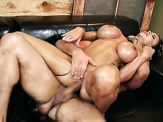 Toni Ribas bangs Milf Jewels Jade with round bottom as hard as possible in anal action