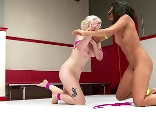 A nice display of three lesbians in the ring